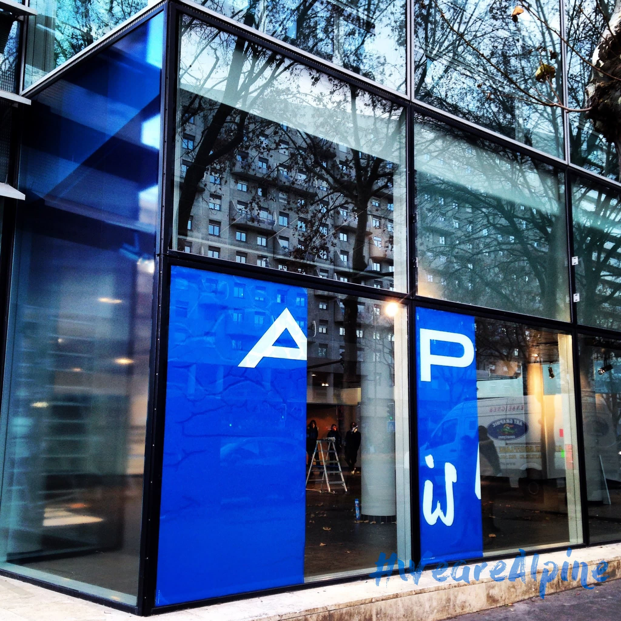 Le premier showroom Alpine en Photo