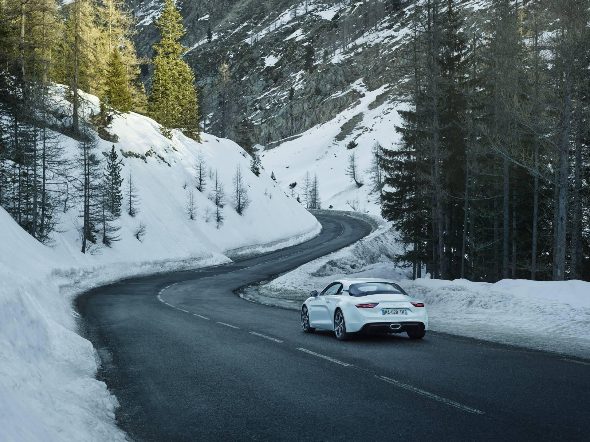 apline planet Alpine A110 Pure | Les Alpine A110 Pure et Legende se montrent avec de nouvelles photos pour le Salon Helvetique