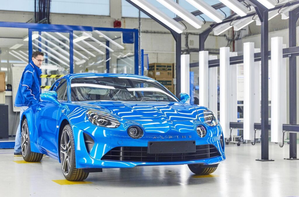 21201624 2017   Fabrication de l Alpine A110 l usine de Dieppe | Alpine A110 - Bilan des ventes en France 2019