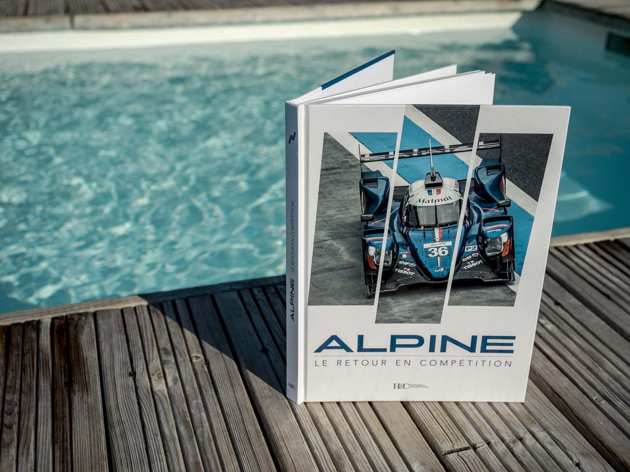 Les Alpinistes Livre Alpine A110 retour en competition Histoire et Collections 6 | 30 idées de cadeaux de Noël pour les passionnés d'Alpine