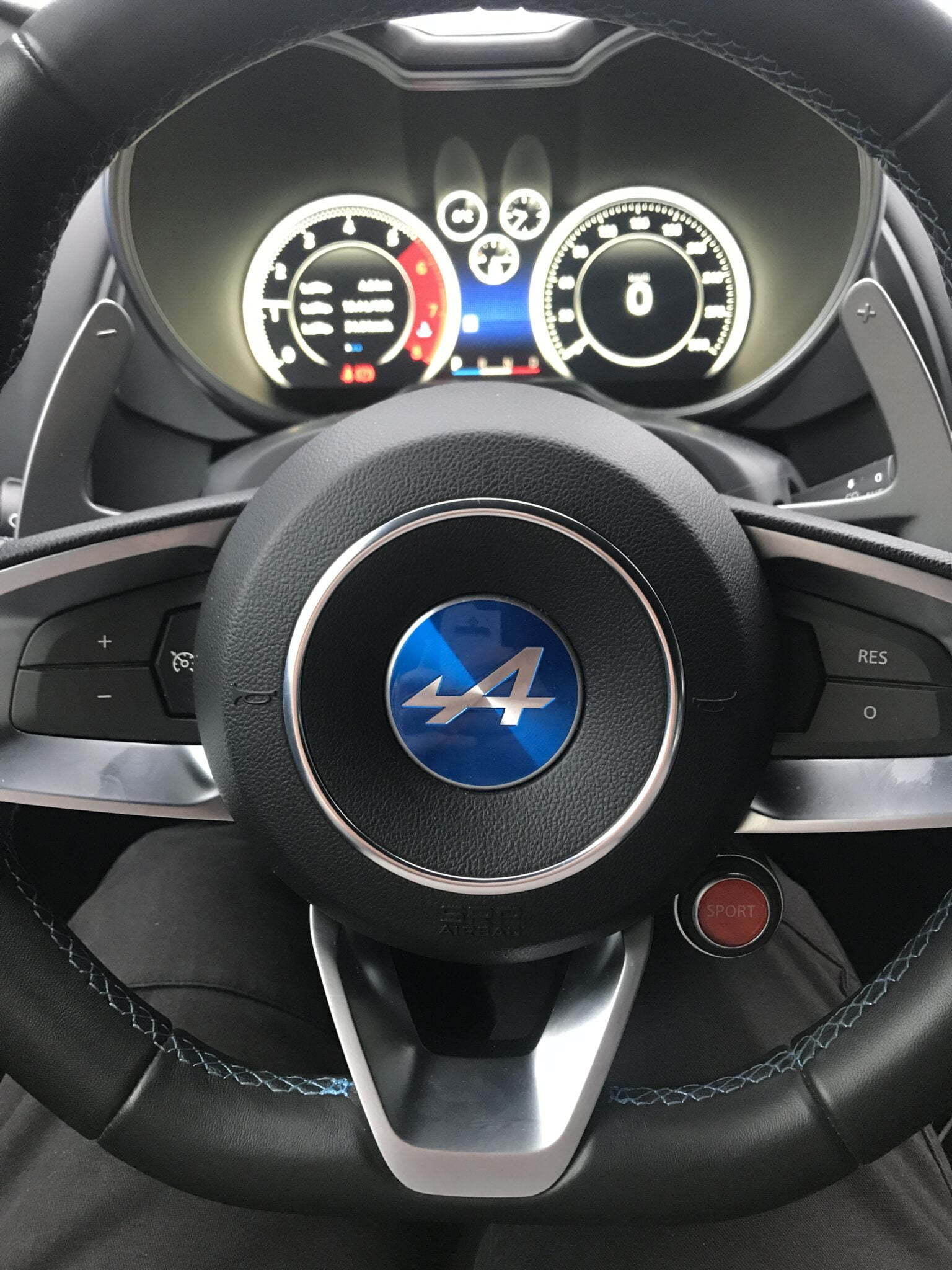 0A21D88D 025B 4108 8DC8 390A5A0DFF3A | A l'essai : Alpine A110, des sensations Pures.