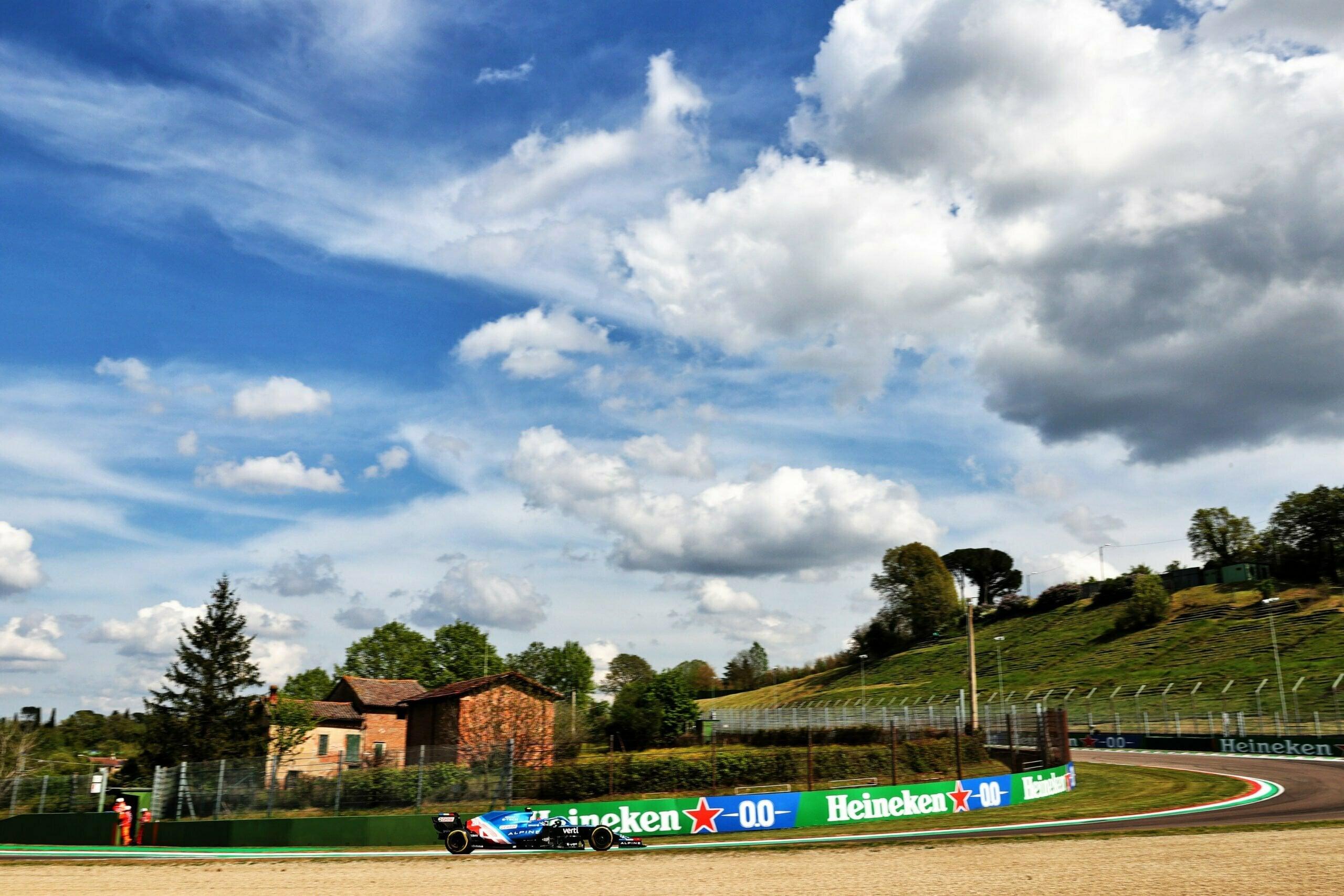 Alpine F1 Team A521 Alonso Ocon Brivio Permane Imola 2021 Test 15 scaled   Alpine F1 Team en milieu de peloton aux essais à Imola